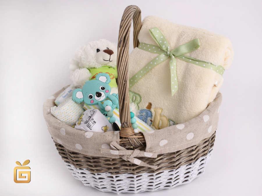 Korb mit Baby Ausstattung zur Geburt schenken