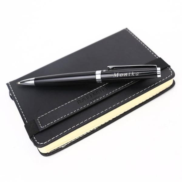 Kugelschreiber mit Namen und Notizblock