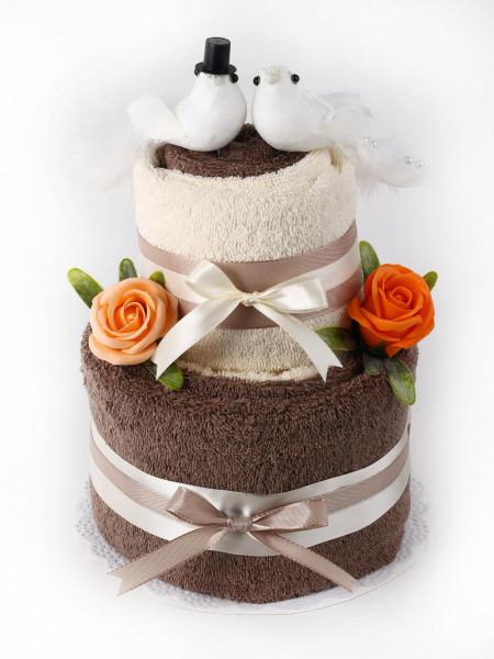 Hochzeitstorte aus Handtüchern Baderosen & weissen Tauben