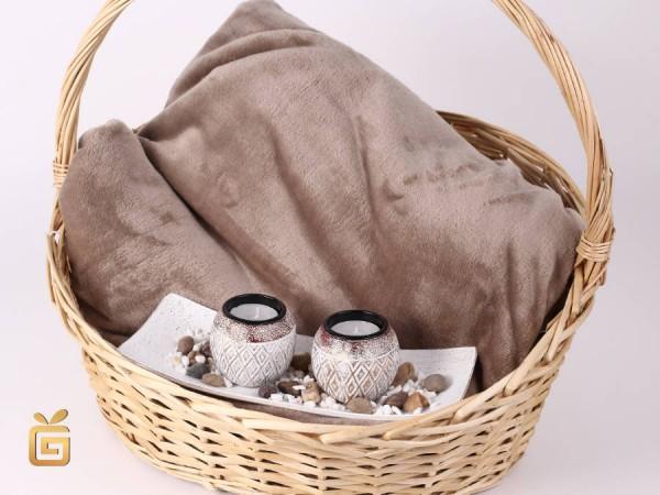 Geschenkkorb Flanelldecke und Teelichte